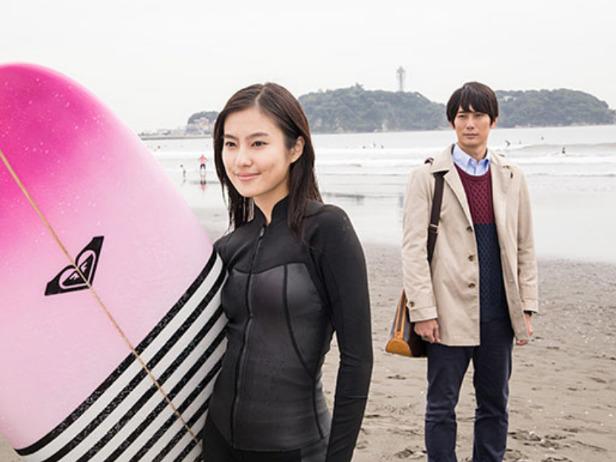 Yuri Tsunematsu surfing image