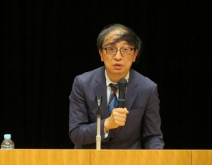事通信社解説委員の山田惠資さんのヘアスタイルの移り変わり④