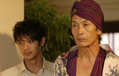 名バイプレイヤーでカメレオン俳優 田中泯がゲイバーのママを演じる「メゾン・ド・ヒミコ」