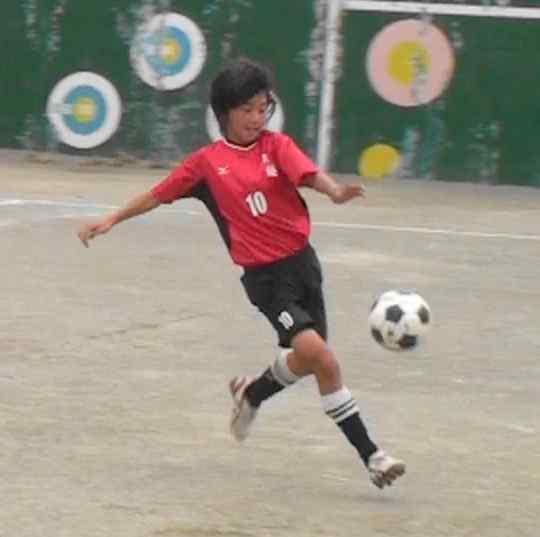 なでしこ塩越柚選手は小学校でプロになるのを夢見てチームを掛け持ち!